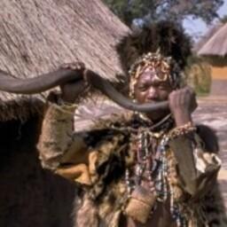 Šona rahva šamaan, Zimbabwe.