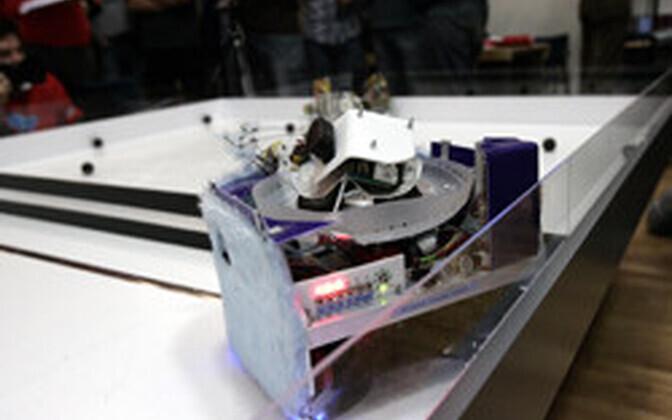 Möödunud aastal võrkpalli mänginud robot.