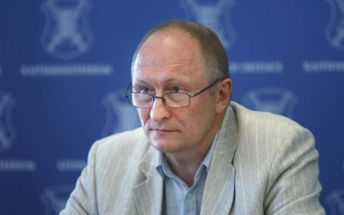 Minister of Defense Jaak Aaviksoo