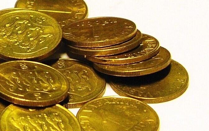 Estonians Take Their Loose Change to Banks | Economy | ERR