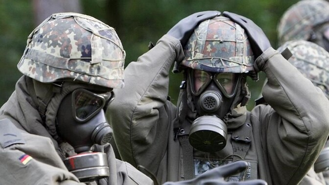 a paper on chemical warfare Chemical warfare essayslets observe a few effects of chemical agents through chemical warfare chemical warfare can be better understood by the use of chemicals and other explosions which contain irritants, asphyxiants, contaminants, and.