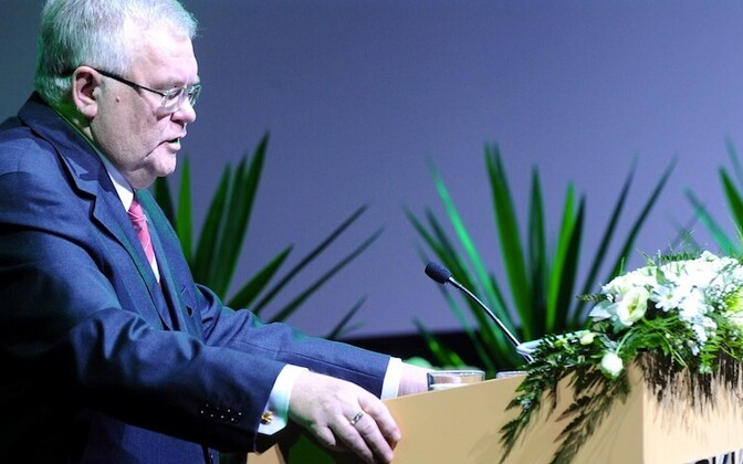 Savisaar addresses the Centre Party.