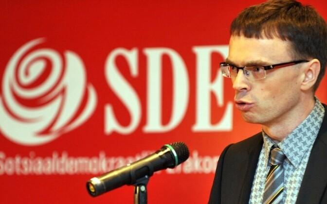 Лидер Социал-демократической партии Свен Миксер