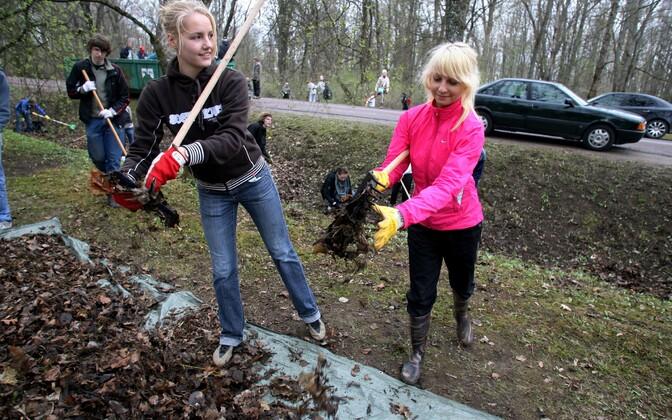 В прошлом году ученики убирали парк Раади в Тарту