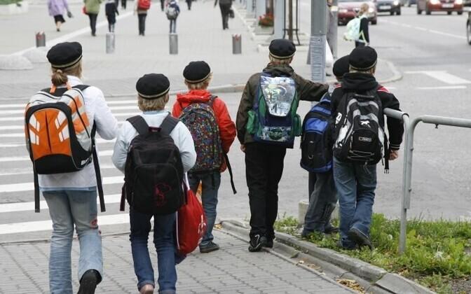 Взрослые должны быть примером для детей, считают полицейские.