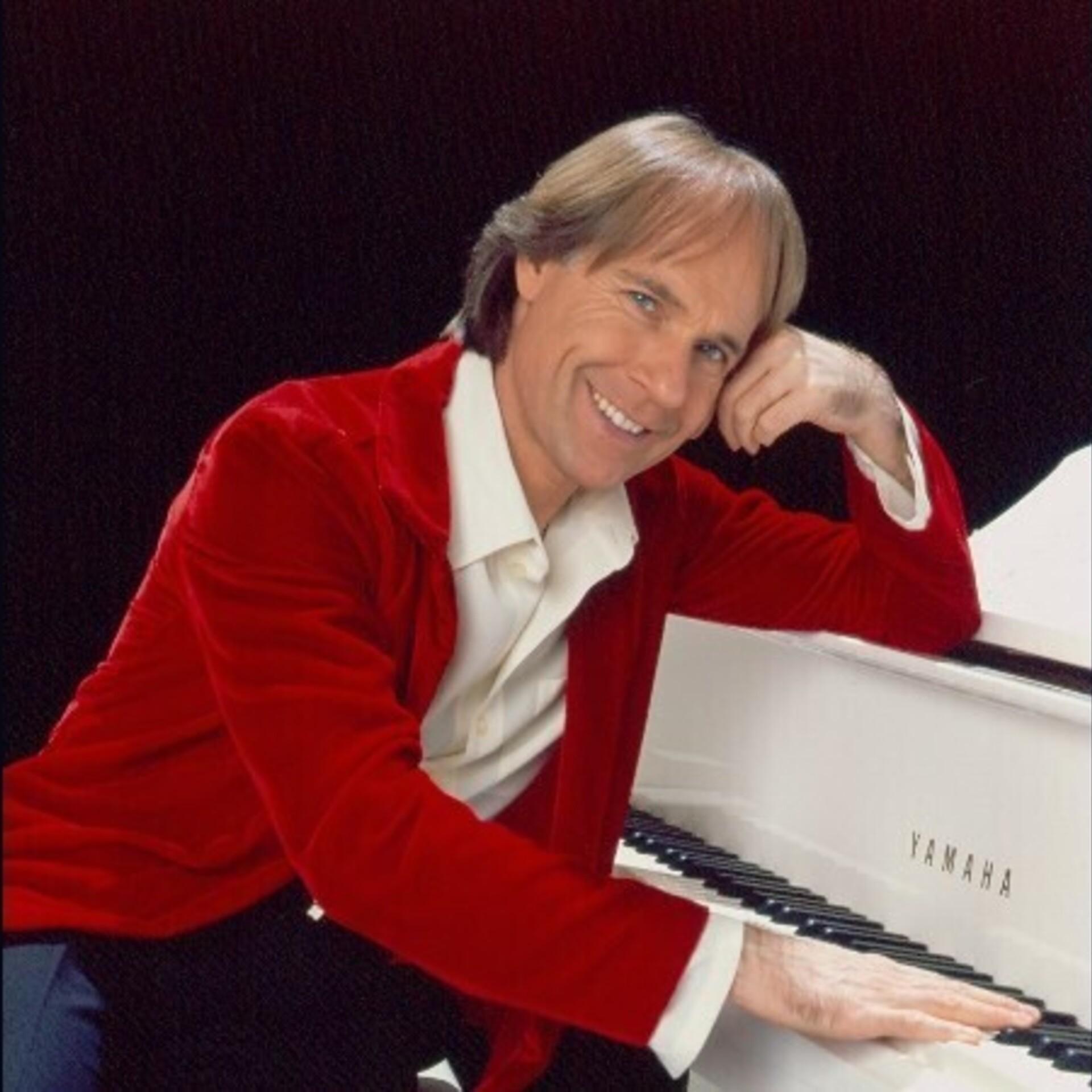 Пианистка с гол ми сиськами