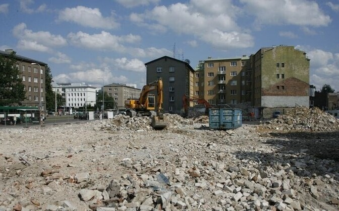 Under the mound of rubble, a medieval suburb awaits the diggers.
