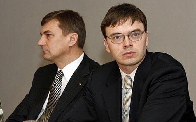 Sven Mikser (right) and Prime Minister Andrus Ansip
