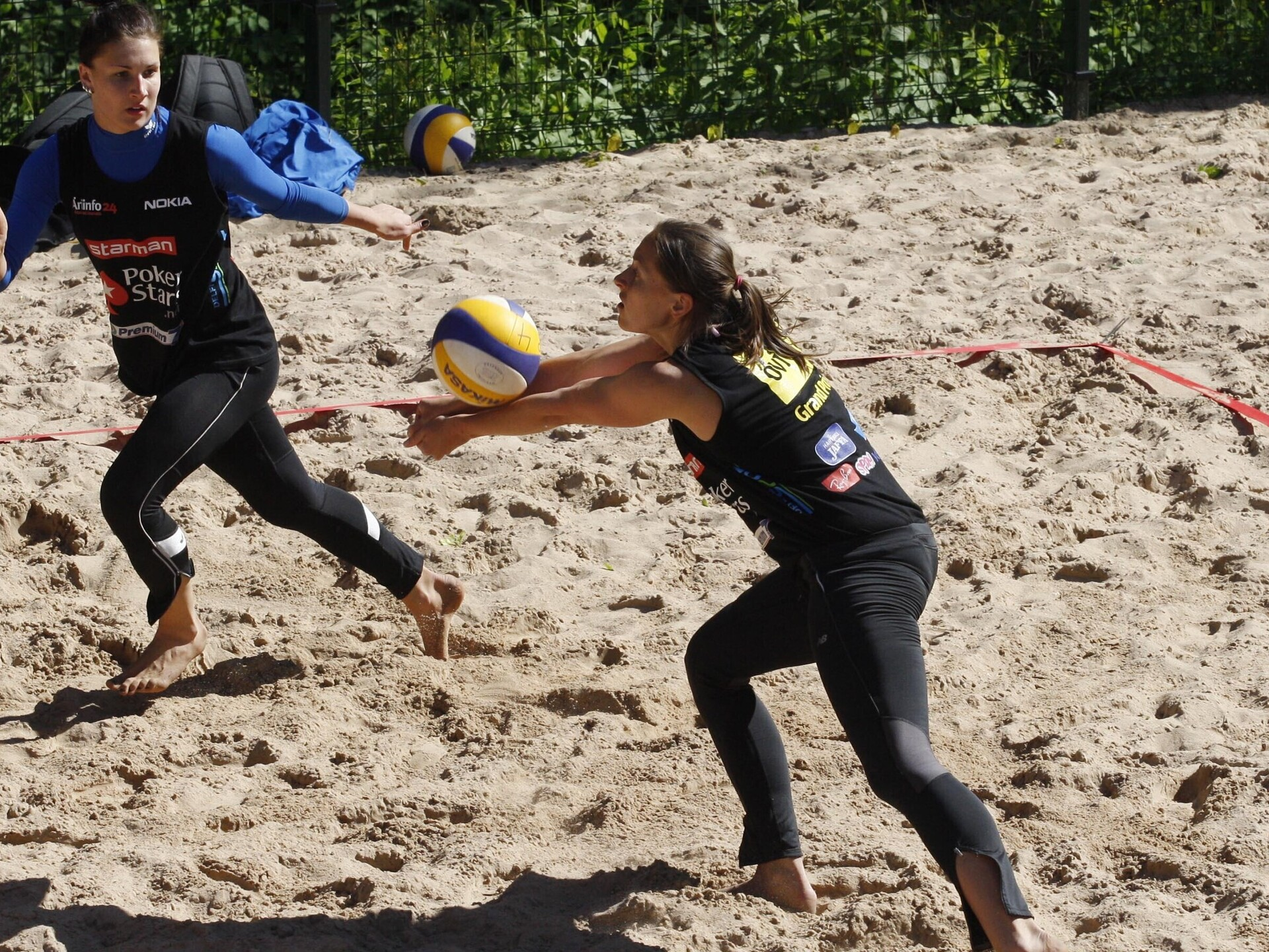 a101ae970fe Eesti rannavõrkpalli naiste koondis pääses olümpia valikturniiril  poolfinaali | Rannavõrkpall | ERR