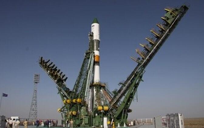 Kosmoselaev M-12M stardiplatvormil Baikonuri kosmodroomil.