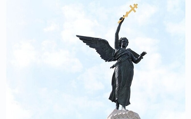 Памятник броненосцу