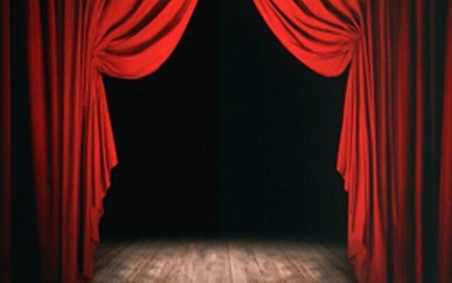 Театральная сцена.
