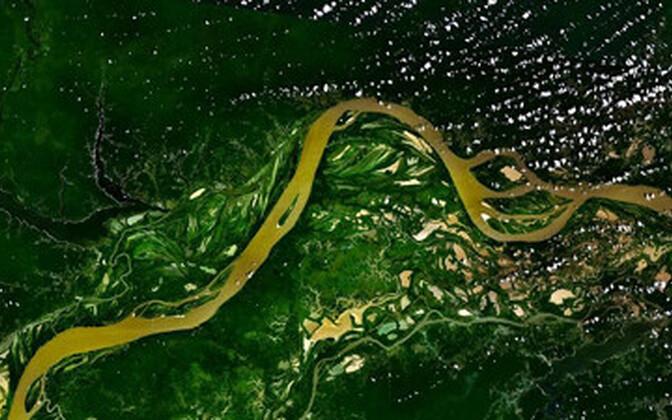 Amazonase jõgi jooksmas läbi vihmametsa.