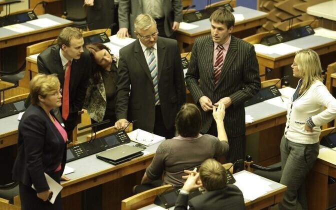 Ни одна из предложенных оппозицией ста поправок не нашла в парламентской комиссии по финансам поддержки.