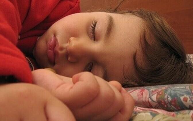 Uni teeb kurva tuju jälle heaks.