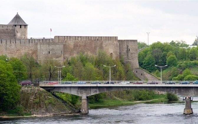 Estonia's busiest border checkpoint, at the river in Narva