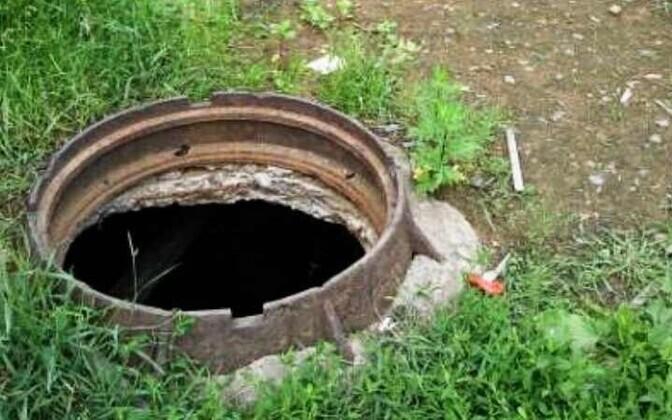 В оставшийся без крышки канализационный люк могут упасть люди или домашние животные.