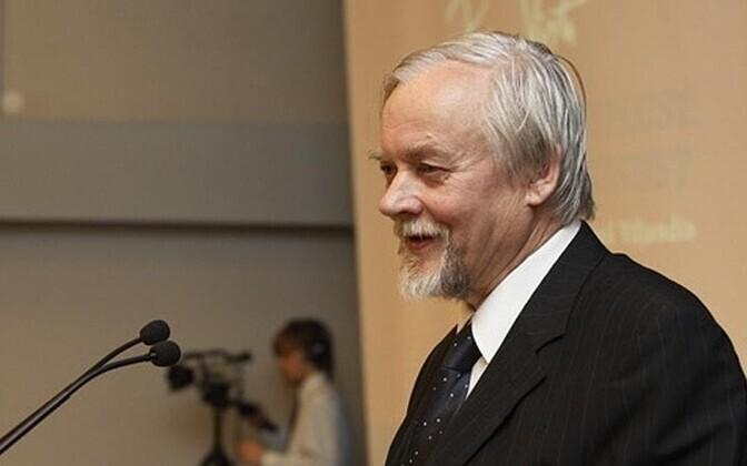 Андрес Эхин родился 13 марта 1940 года в Таллинне.