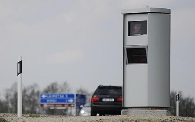 Камеры слежения фотографируют автомобили, превышающие скорость