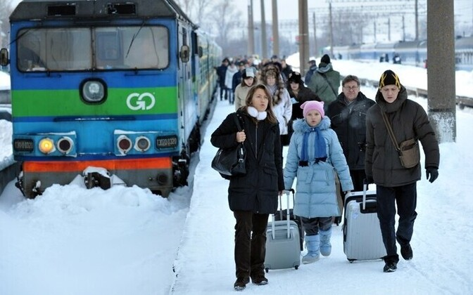 Russian tourists unboarding the Moscow-Tallinn train
