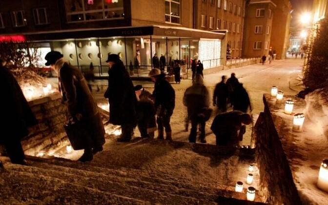 Нынешние горожане чтят память тех, кто стал жертвой обрушившейся на Таллинн трагедии 68 лет назад.