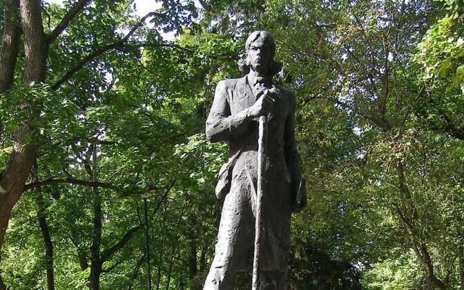 Kristjan Jaak Peterson, immortalized in bronze on Tartu's Toomemägi