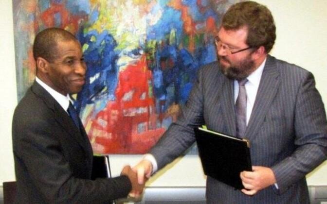 Посол Кот-д'Ивуара в США Юсуф Бамба и посол Эстонии при ООН Маргус Колга