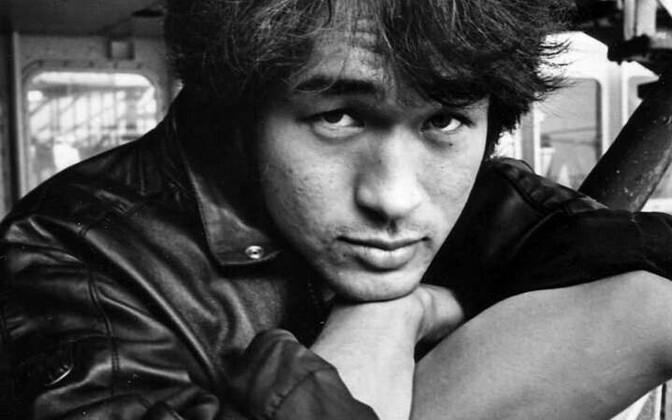 Виктор Цой прожил всего 28 лет и погиб в автокатастрофе в 1990 году.