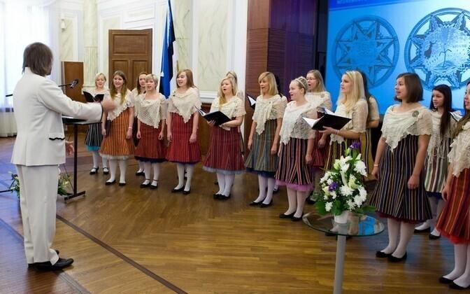 ETV tütarlastekoor ja Aarne Saluveer