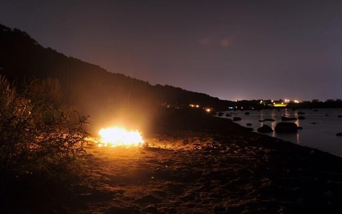 В древности такие костры разжигались, чтобы указывать путь морским судам