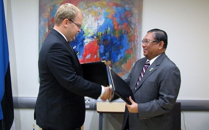 Foreign Ministers Urmas Paet and Wunna Maung Lwin