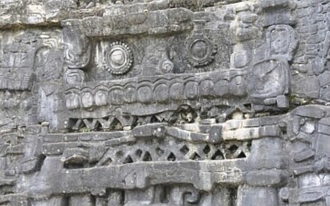 Maiade poolt kivisse raiutud skulptuurid Belize'is.
