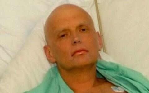 Александр Литвиненко перед смертью в больнице в 2006 году.