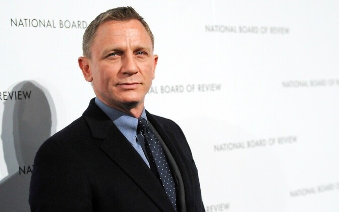 James Bond naaseb