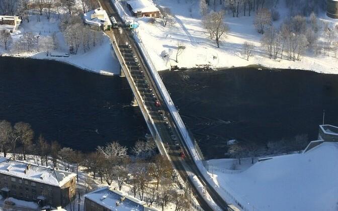 Мост дружбы через реку Нарова.