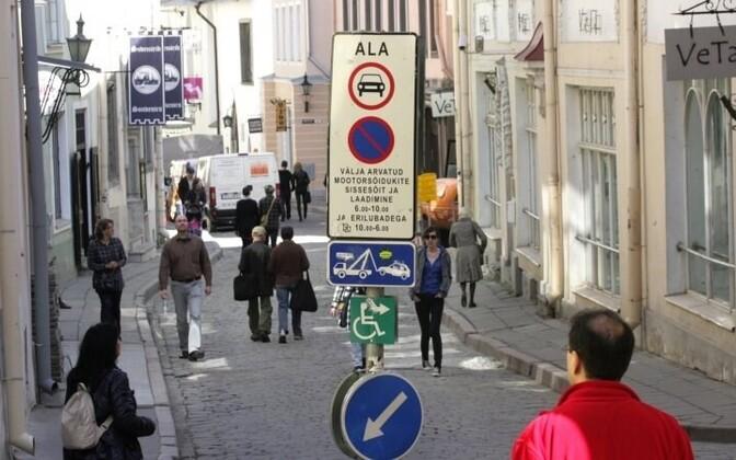 Улица Пикк в Старом городе Таллинна.