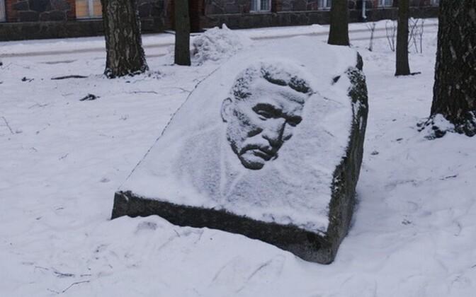Juhan Liivi mälestusmärk Liivi tänaval
