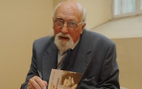 Хенн-Каарел Хеллат.