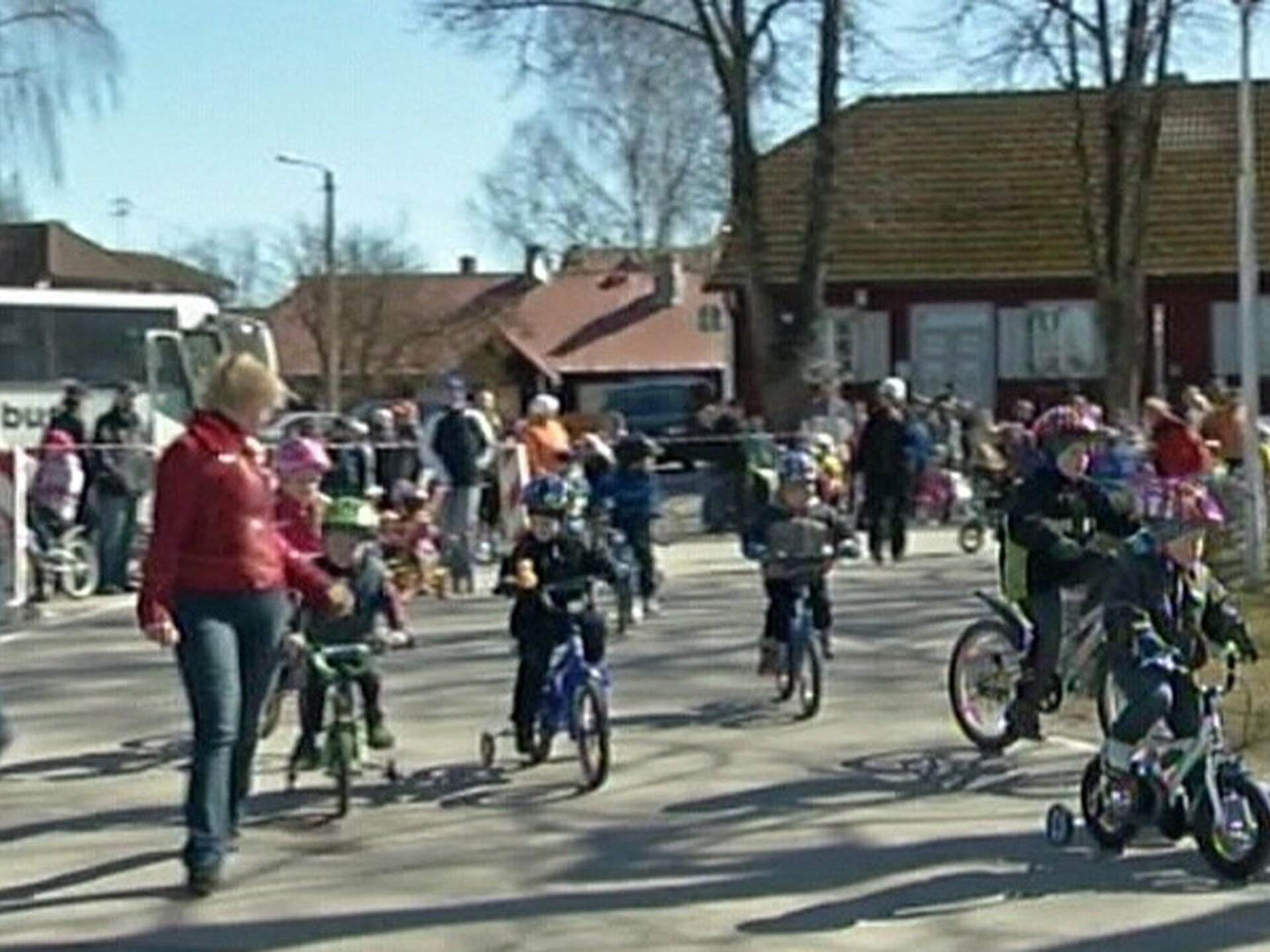 b9e94986ec4 Paides korraldati 40. aastat järjest väikelaste jalgrattavõistlus | Eesti |  ERR