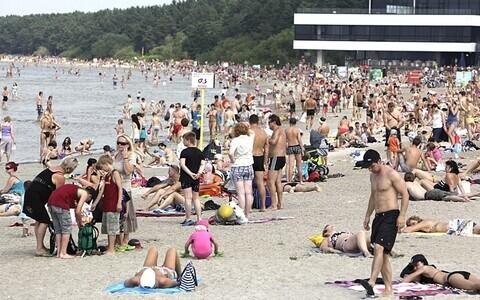 Пляж Пирита в Таллинне неизменно пользуется популярностью.