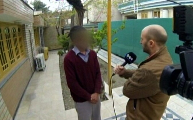 Tõlk Omar 2013. aastal ERR-ile intervjuud andmas.