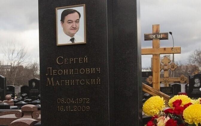 Памятник Сергею Магнитскому на Преображенском кладбище в Москве