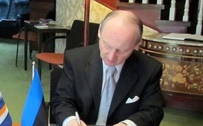 Посол Маршалловых Островов в Японии Томас Киджинер и его эстонский коллега Тойво Таса