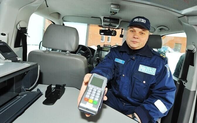 На период тестирования банк SEB предоставил полиции 10 терминалов бесплатно.