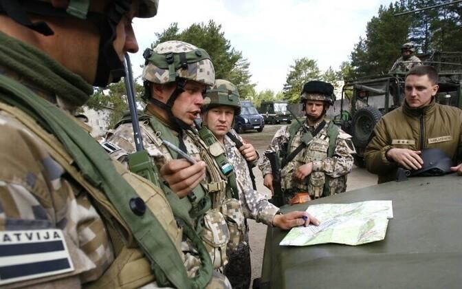 Латвийские военные.