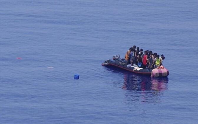 Лодка с беглецами из Африки у берегов острова Лампедуза.
