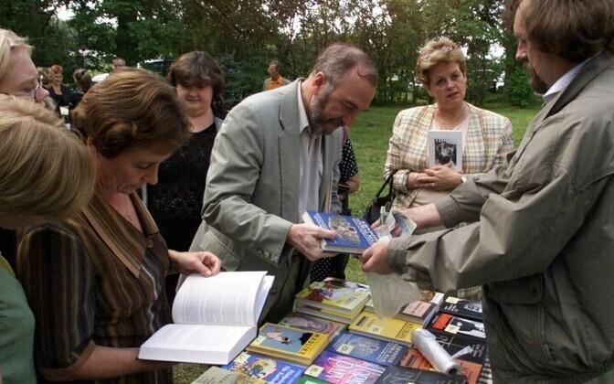 Võtikvere raamatuküla teeb kirjandusele kummarduse.