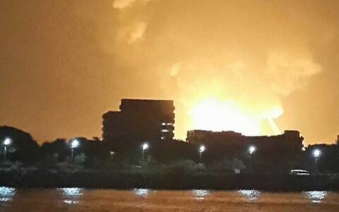Leegid põleva allveelaeva kohal Reuters/Scanpix