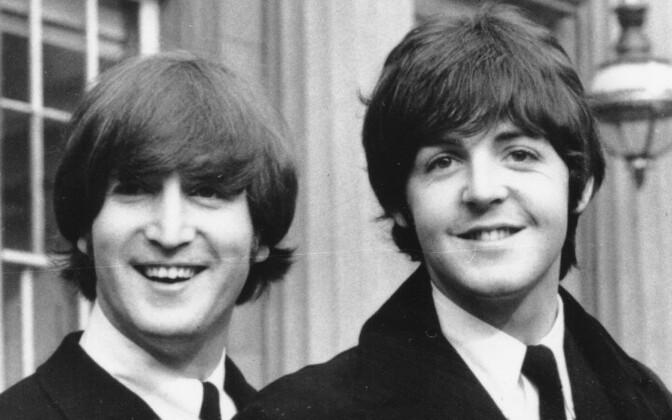 John Lennon (vasakul) ja Paul McCartney (paremal).
