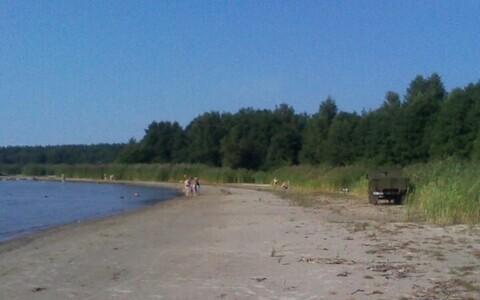 Грузовик на пляже.